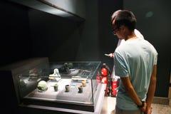 Touristes au musée de Louxor chez l'Egypte Image libre de droits