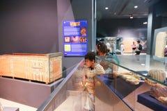 Touristes au musée de Louxor - Egypte Images stock