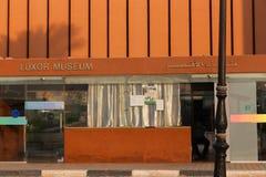 Touristes au musée de Louxor - Egypte Photos libres de droits
