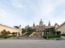 Touristes au Musée National de l'art de la Catalogne Images stock