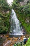 Touristes au point de repère de cascade d'amour Photos libres de droits
