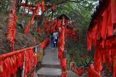 Touristes autour de région scénique de Wulingyuan Il y a un bon nombre de prière photo libre de droits
