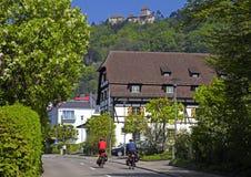Touristes avec des bicyclettes à Stein am Rhein, Suisse Photographie stock