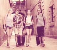 Touristes avec la carte et l'appareil-photo Photos libres de droits