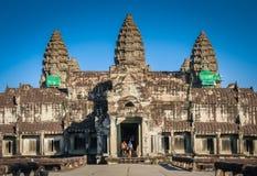 Touristes chez Angkor image libre de droits