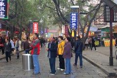 Touristes chinois au marché musulman de Beiyuanmen dans Xian, Chine Photos libres de droits