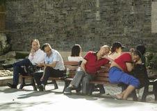 Touristes chinois fatigués à Changhaï Images stock