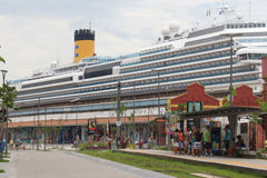 20.000 touristes débarquent des bateaux transatlantiques en Rio de Jan Photos stock
