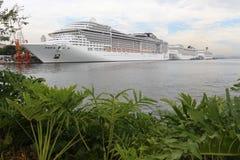 20.000 touristes débarquent des bateaux transatlantiques en Rio de Jan Photographie stock libre de droits
