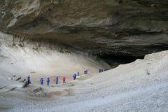 Touristes dans des parkas bleues Images libres de droits