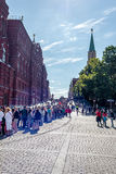 Touristes dans la file d'attente au musée de Kremlin, août 2015 Photo stock