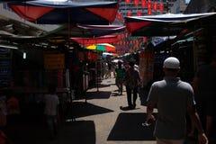 Touristes dans la rue de Chinatown Petaling Photo libre de droits