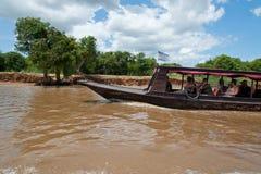 Touristes dans le bateau Images stock