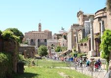 Touristes dans le forum Romanum Images libres de droits