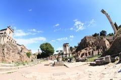 Touristes dans le forum Romanum Image libre de droits