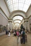 Touristes dans le musée d'auvent Photo libre de droits