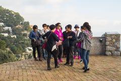 Touristes dans les jardins d'Augustus, Capri Image libre de droits