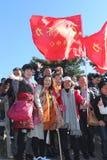 Touristes dans les montagnes de jaune de l'UNESCO Huangshan, Chine Photographie stock libre de droits