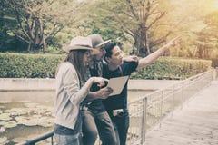 Touristes de déplacement heureux Images stock