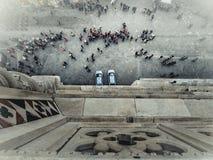 Touristes de Florence et voitures de police de la tour de cloche de Giotto Photos stock