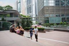 Touristes de l'Europe à la plaza de Citibank en Hong Kong Photos libres de droits