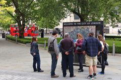 Touristes de Londres Photos libres de droits
