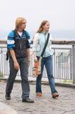 Touristes de marche Photographie stock libre de droits