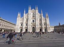 Touristes de Milan, Italie Photo stock