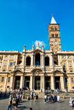 Touristes et la visite fidèle la basilique de Santa Maria Maggiore à Rome Image stock