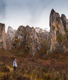 Touristes européens dans les mountainuos Thibet Image stock