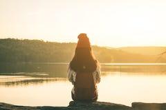 Touristes féminins en belle nature Photographie stock