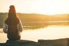 Touristes féminins en belle nature Photos stock