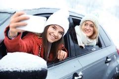 Touristes féminins prenant le selfie Photographie stock libre de droits