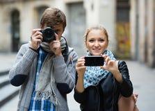 Touristes faisant la photo aux rues Photographie stock
