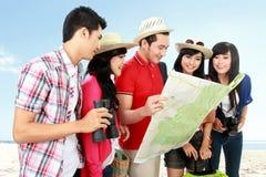 Touristes heureux d'adolescent Images libres de droits