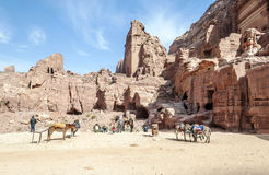 Touristes montant un cheval photo stock