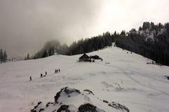 Touristes près de la carlingue de montagne images libres de droits