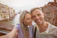 Touristes prenant la photo de selfie Image stock