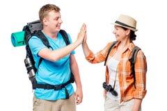 Touristes réussis et actifs avec des sacs à dos, couples heureux Photo stock