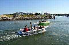Touristes sur des bateaux Photographie stock