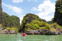 Touristes sur des kayaks photographie stock libre de droits