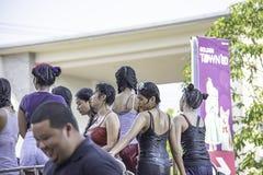 Touristes sur l'eau de jeu de voiture pendant le festival de Songkran ou la nouvelle année thaïlandaise au kruai de coup, Nonth images stock