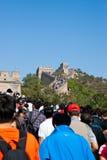 Touristes sur la Grande Muraille Images stock
