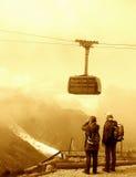 Touristes sur la montagne photographie stock libre de droits