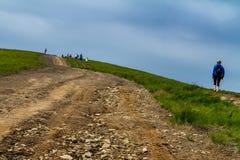 Touristes sur la montagne de Hymba Images libres de droits