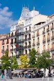 Touristes sur la plaza de Isabel II Madrid, Espagne Photos stock