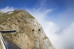 Touristes sur le bâti Pilatus La Suisse, Alpes, été image libre de droits