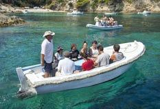 Touristes sur le bateau photographie stock