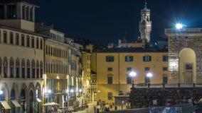 Touristes sur Piazza carré en pente Pitti avant le palais Pitti la nuit Florence banque de vidéos