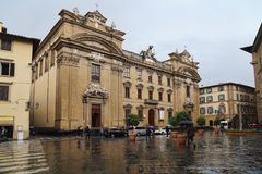 Touristes sur Piazza di San Firenze à Florence, Italie Photo stock